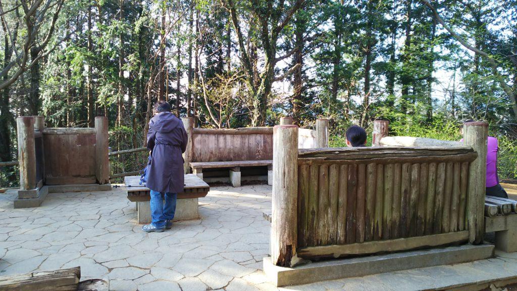 稲荷山展望台の休憩場所